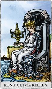 tarotkaart kelken koningin