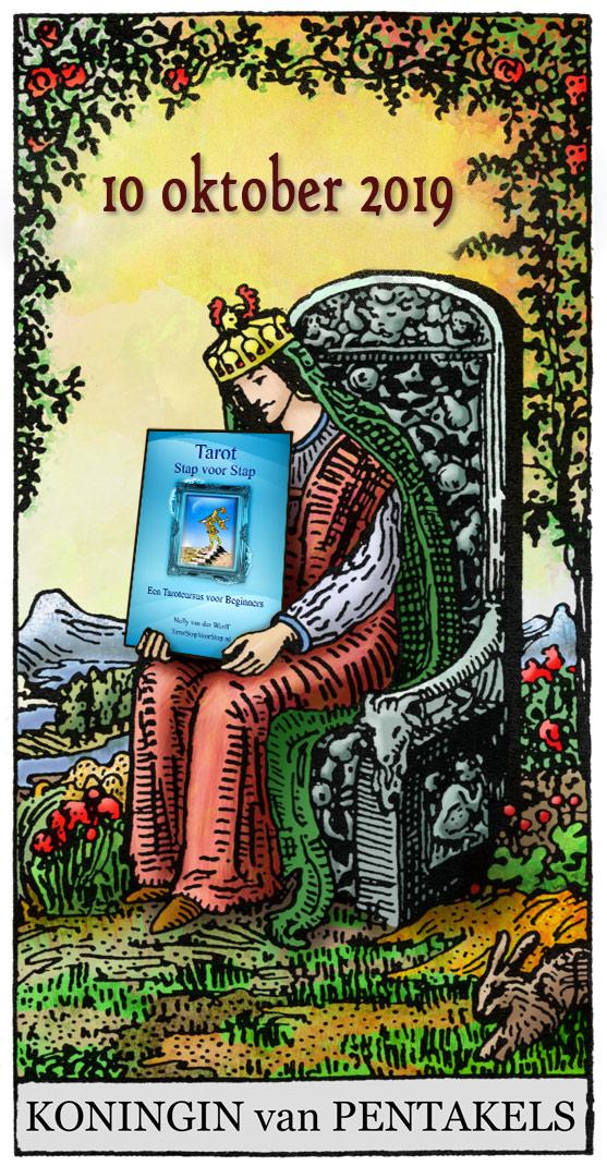 Pentakels-Koningin-met-tarot-boek-2019